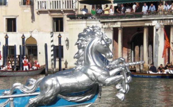regata storica 2019 gioielleria venezia by menghetto orafo di venezia barca con i cavalli.jpg